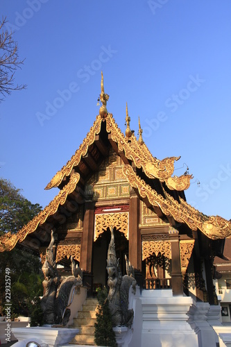 Deurstickers Bedehuis (Wat Jet Yod) Wat Photharam Chiangmai Province
