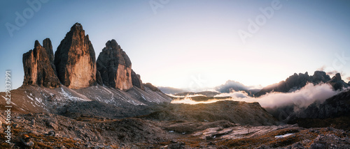Foto auf AluDibond Gebirge Panoramic view of Tre Cime di Lavaredo or Drei Zinnen at sunset in the Dolomites in Italy, Europe
