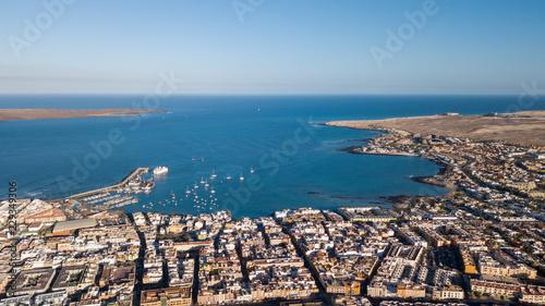 Obraz na płótnie widok z lotu ptaka na zatokę Corralejo
