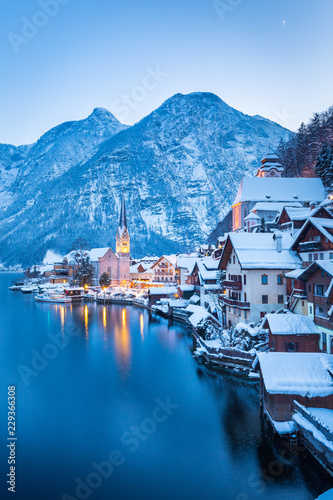 Photo Stands Blue sky Hallstatt at twilight in winter, Salzkammergut, Austria