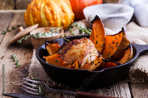 Fotografie, Obraz Roasted chicken thighs with sliced butternut squash pumpkin and fresh thyme