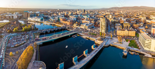 Spoed Foto op Canvas Europese Plekken Aerial view of Belfast in autumn