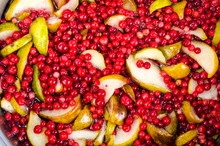 Cooking  Fresh Pear And Cranberry
