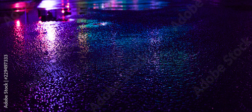 Photo Background of wet asphalt with neon light