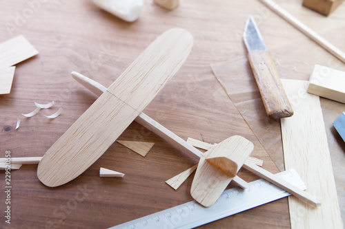 Photo Making model airplane from wood