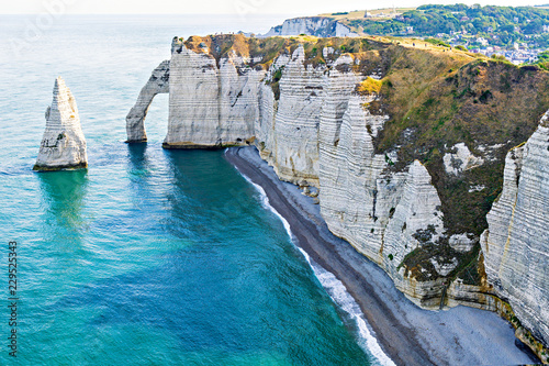 Платно Beautiful natural rock arch. Alabaster Coast at Etretat.