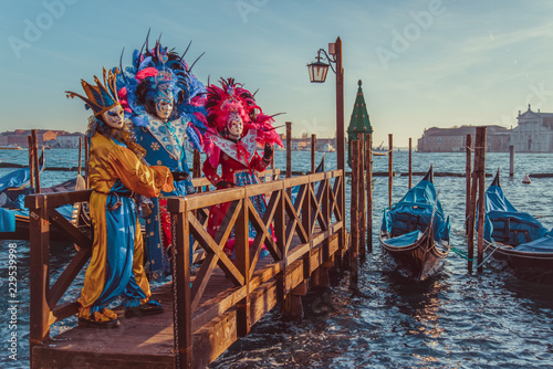 mata magnetyczna Colorful carnival masks at a traditional festival in Venice, Italy