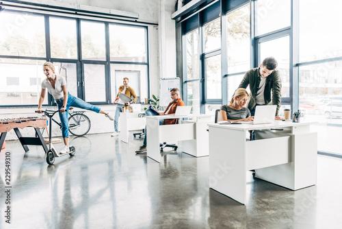 Pinturas sobre lienzo  group of happy progressive entrepreneurs working on startup together at modern o