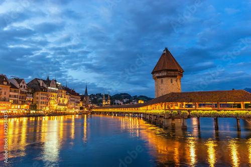 Photographie  Lucerne (Luzern) Switzerland, Sunset city skyline at Chapel Bridge