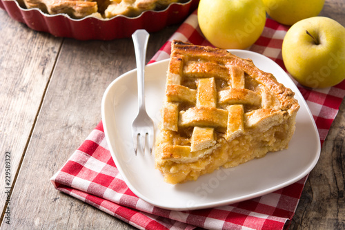 Homemade apple pie slice on wooden table Tableau sur Toile