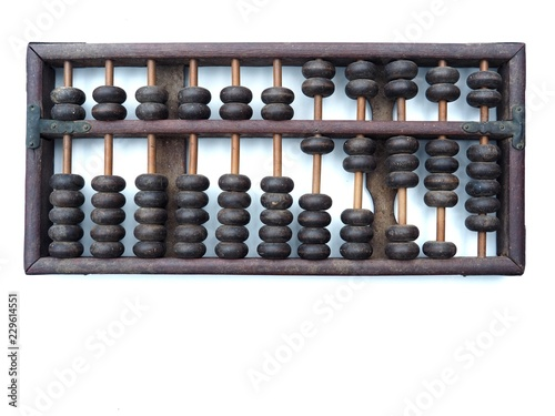 Photo Old and ancient abacus made of wood and attached with a metal plate