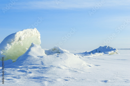 Poster Glaciers Winter landscape. Frozen lake with cracking ice.