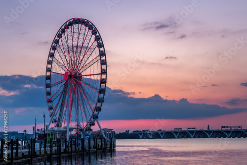 Poster Attraction parc The Capital Wheel at Sunset