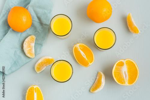 Fotobehang Stof Glasses of freshly squeezed orange juice and orange slices