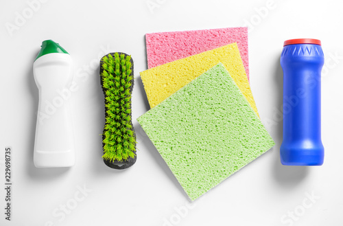 Poster Printemps Cleaning supplies on white background