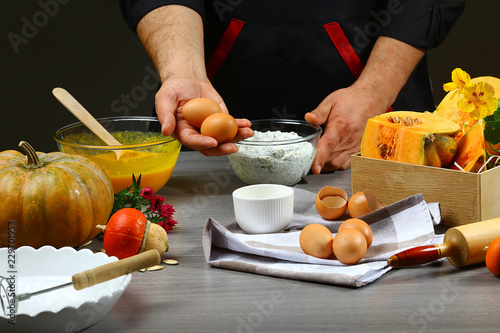 Photo  pumpkin pie recipe concept - cooking pumpkin pie with ingredients, kitchen on background