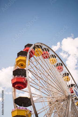 In de dag Amusementspark Colourful Ferris wheel