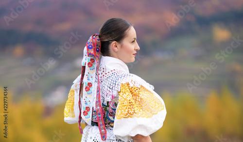 Fotografia Young beautiful slovak woman in traditional costume