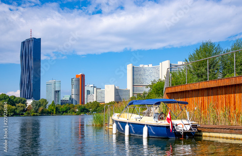 Wien, an der Donau mit Donau-City