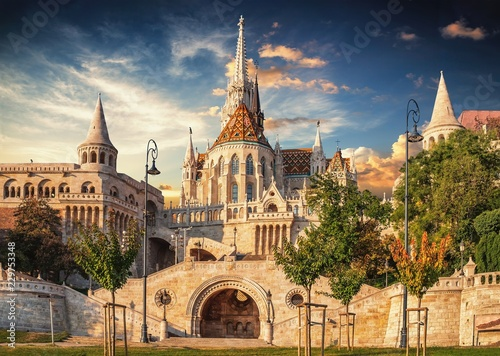 View of the Old Fishermen Bastion in Budapest, Hungary in the morning Tableau sur Toile