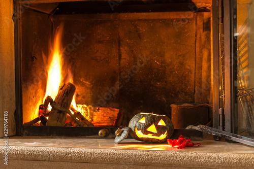 Fotografía  Zucca di Halloween e fuoco