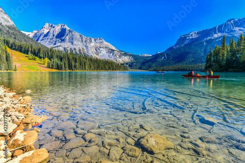 Tuinposter Meer / Vijver Emerald Lake,Yoho National Park in Canada