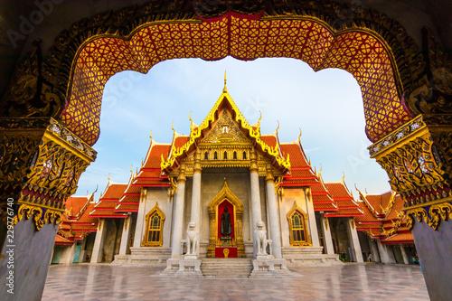 Poster Lieu connus d Asie The Marble Temple , Wat Benchamabophit Dusitvanaram in Bangkok, Thailand. Unseen Thailand.