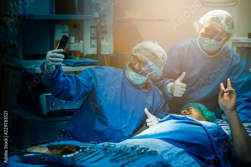 Cuadros en Lienzo  Surgery doctor taking selfie with his happy patient after completed operation