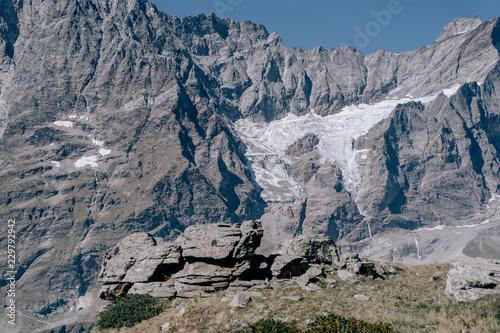 Glaciar de hielo en una montaña de los alpes Italianos