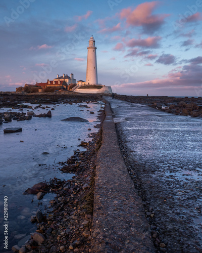 Montage in der Fensternische Leuchtturm St Marys Lighthouse on the Northumbrian coast