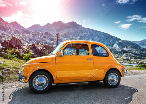 Photo sur Aluminium Vintage voitures Fiat 500 Oldtimer Reise Alpen St. Gotthard