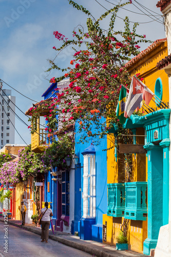 Foto op Plexiglas Zuid-Amerika land The colorful houses of the Tumbamuertos street in the walled city of Cartagena de Indias