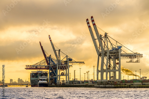 Hamburg terminal kontenerowy tollerort słońca