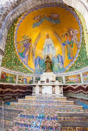 Lourdes, chapelle extérieure de Sainte Bernadette Canvas Print