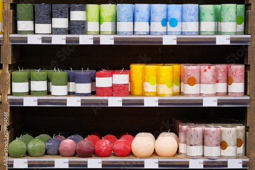 Fotografia Candles for sale in a interior decorating store