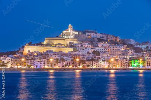 Ibiza - Blick über das Meer auf Ibiza-Stadt und die Altstadt Dalt Vila