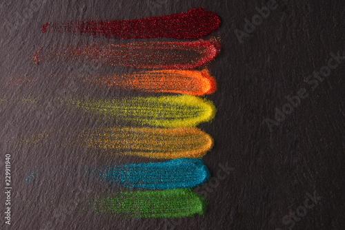 Fotografia  polvere brillante su fondo d'ardesia