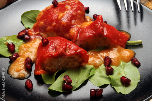Spoed Fotobehang Voorgerecht Pimientos del piquillo rellenos de carne ft71061289 Peperoni ripieni Stuffed peppers