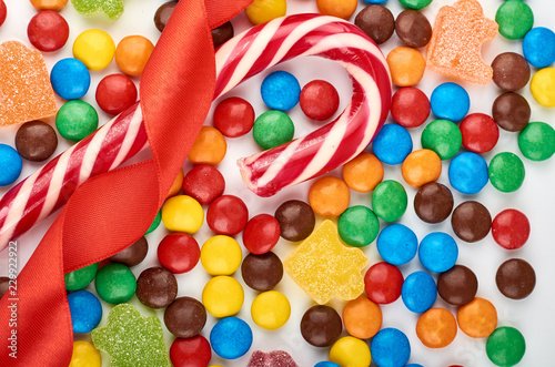 Fotografía  Abstract pattern with round color candy on background