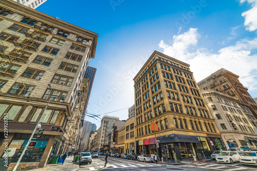 Tuinposter Amerikaanse Plekken Kearny and Bush street crossroad in downtown San Francisco