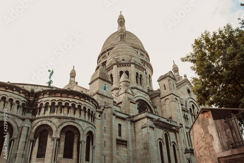 The amazing facade of the basilica Sacre-Coeur Fotobehang