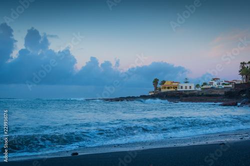 In de dag Kust Morgen an der Küste auf Insel Teneriffa