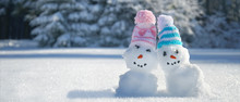 Zwei Schneemänner Im Winterwald