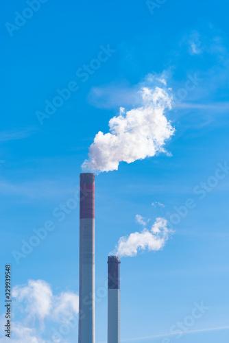 Fotografia smoking chimney against blue sky