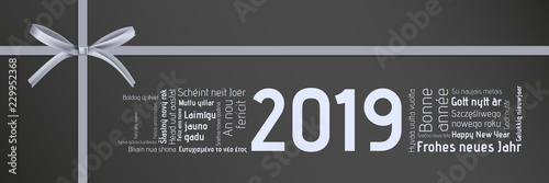 Fototapeta  silbernes Geschenk - Happy New Year in verschiednen Sprachen