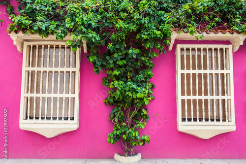 Spoed Foto op Canvas Zuid-Amerika land The colorful colonial houses at the walled city of Cartagena de Indias
