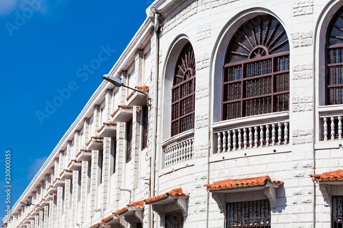 Fotobehang Zuid-Amerika land Beautiful colonial building located at the walled city in Cartagena de Indias