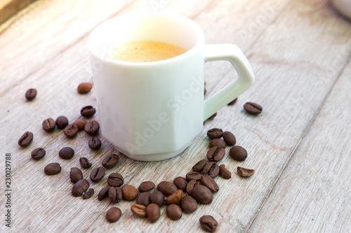 Staande foto Koffiebonen café du matin fraichement moulu avec ses grains de café