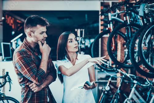Zdjęcie XXL Młoda para Wybierz Bike Look w katalogu w sklepie