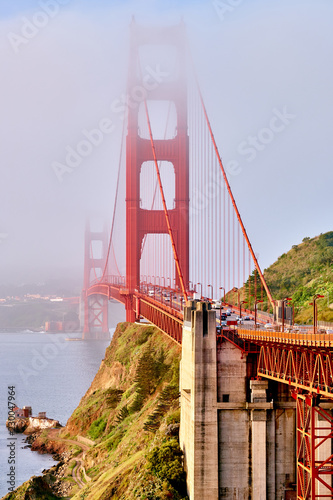 Poster Amerikaanse Plekken Golden Gate Bridge view at foggy morning